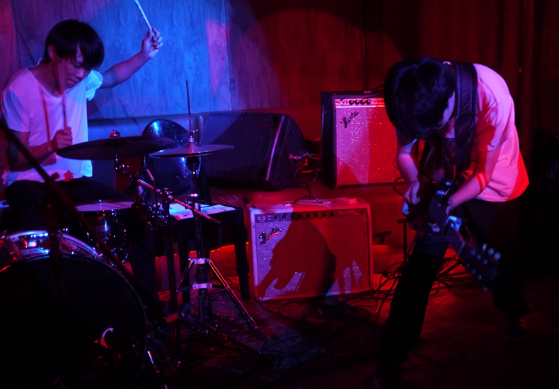 Carsick Cars: Carsick Cars At Los Globos, All The Way From Beijing